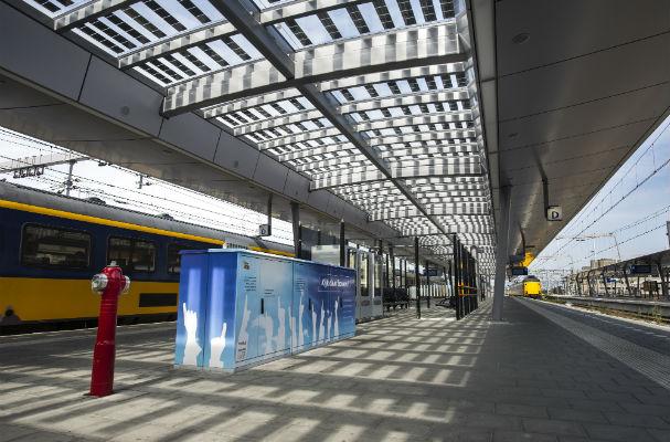 Zonnepanelen in de perronkappen Utrecht centraal
