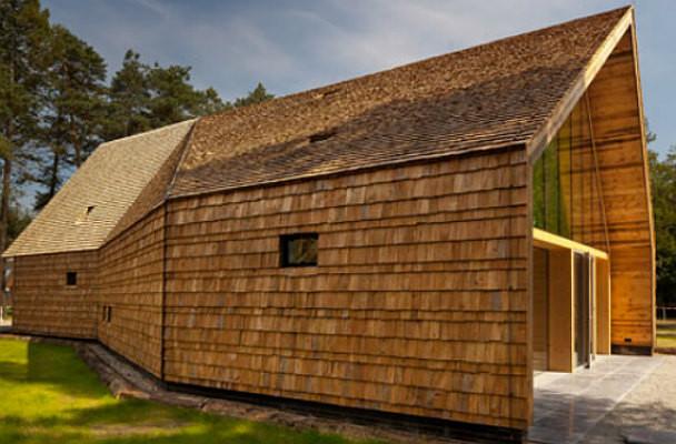 duurzaam houten kerkje op Mennorode