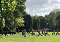 Corona kanteling in business leidt tot yoga in het park